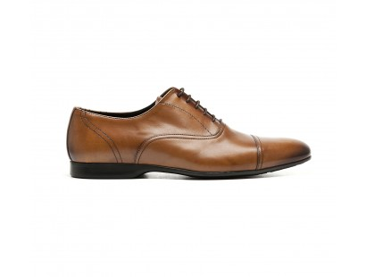 straignt cap toe oxford in camel calf leather with rubber sole