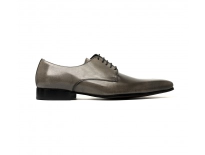 Plain derby with a grey patina
