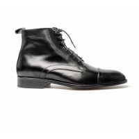 Black calf boot with laces