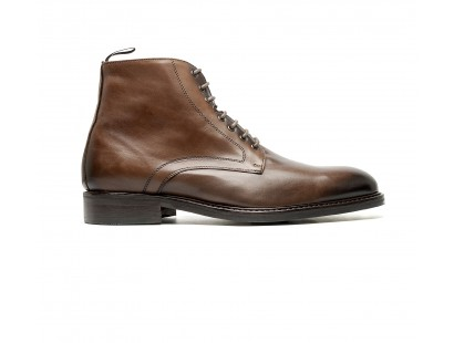 Brown calf cerby boots with rubber soles